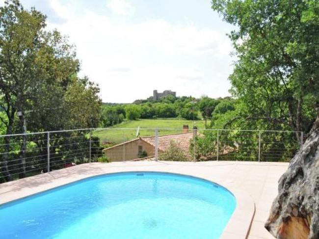 Cozy Holiday Home in La Capelle-et-Masmolene with Terrace-Entre-Garrigue-Et-Chateau