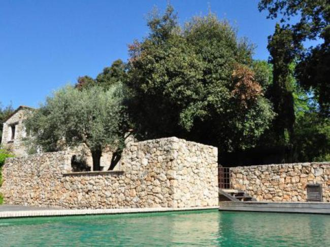 Peaceful Holiday Home with Swimming Pool in Vence-La-Gardette