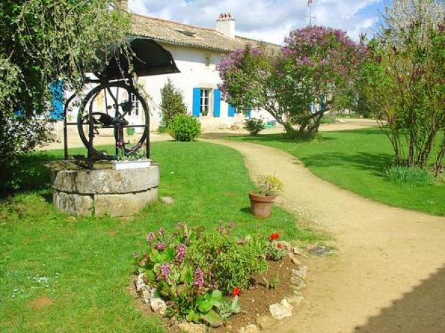 House with 4 bedrooms in SaintVincentlaChatre with shared pool furnished garden and WiFi-Holiday-home-Chemin-du-Mitan-3