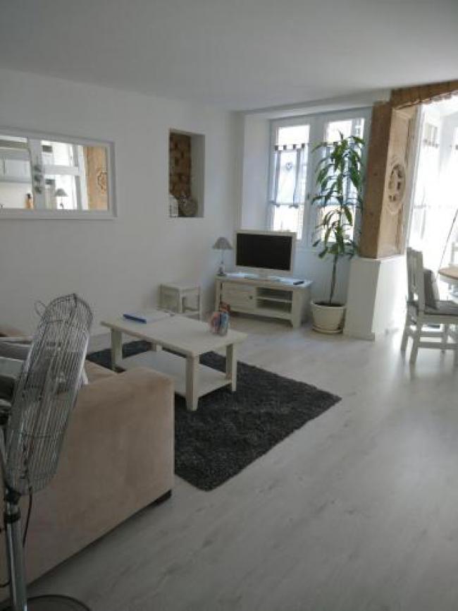 Appartements Au Bouchon Brionnais-Appartements-Au-Bouchon-Brionnais