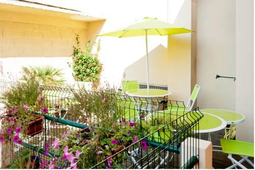 Chambre et table d'hôte Le Papillon Ceret Appartements et Seminaires-Chambre-et-table-d-hote-Le-Papillon-Ceret-Appartements-et-Seminaires