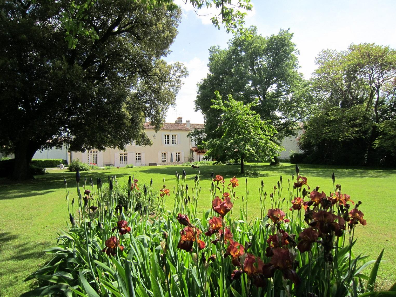 Meublé du Clos de la Garenne-Le-logis-vu-du-parc