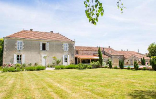 Pouille-les-Coteaux Villa Sleeps 13 Pool-Pouille-les-Coteaux-Villa-Sleeps-13-Pool