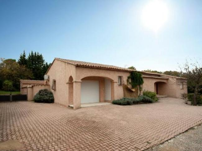 Luxurious villa in Provence with private garden-Mas-Du-Puits
