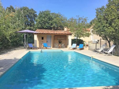 Modern Villa in Saumane-de-Vaucluse near Golf Course-La-Cadeline