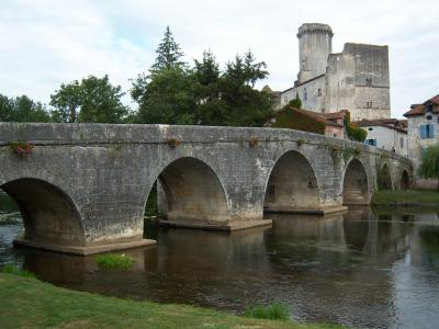 Église Neuve de Vergt Château de Bourdeilles