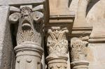 Musée de Salagon-Musee-de-Salagon-detail-de-la-facade-de-leglise-colonnes-a-chapiteau-corhintisants-ou-feuillage-dacanthe-84-45.jpg