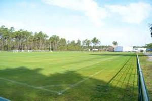 Terrains de foot ou de rugby Souméras 17  et à proximité